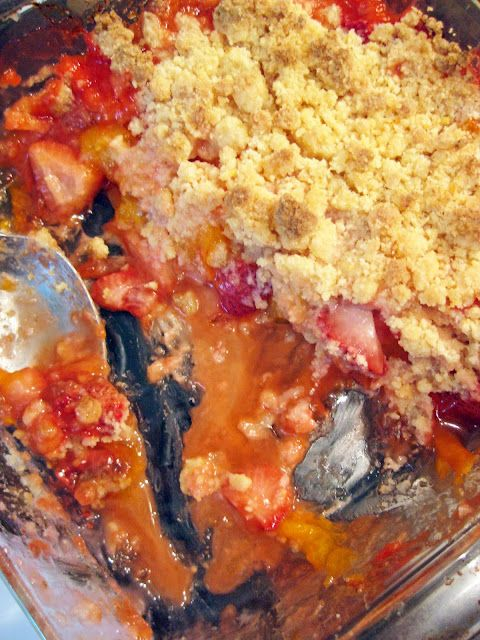 a hint of honey: Strawberry Apricot Crumble