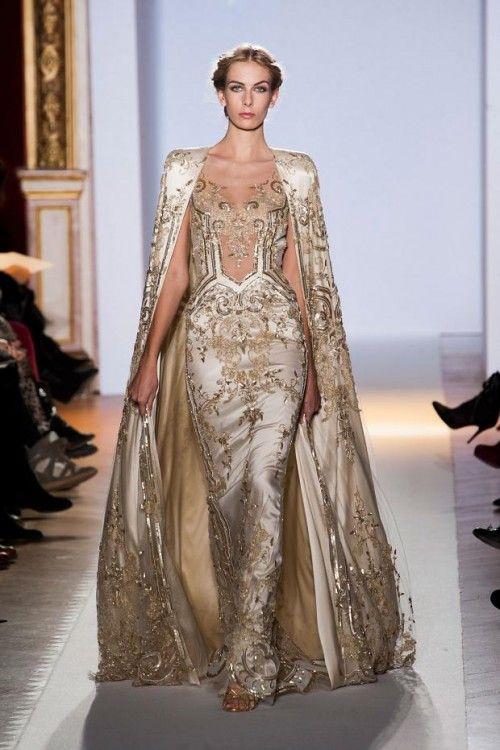 vestido de novia inspirado en las diosas griegas en color dorado con