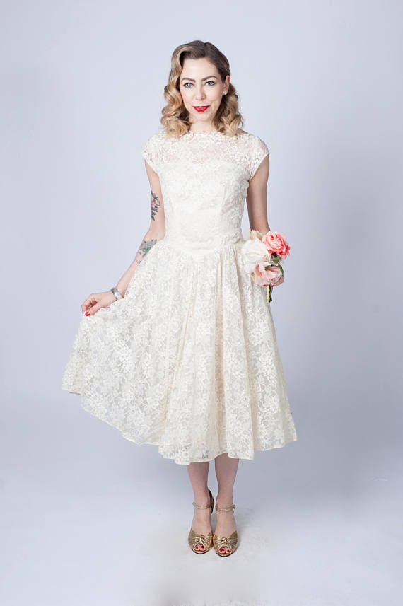 Vintage 1950\'s Off White Lace Wedding Dress/ 50\'s Cap Sleeve Fit and ...