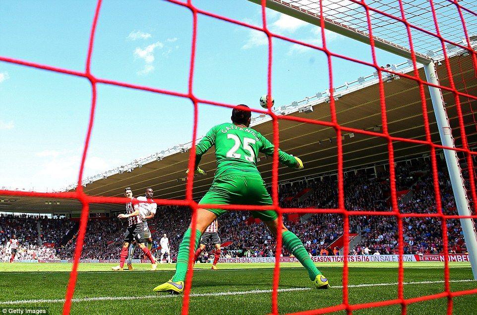 Southampton 6 1 Aston Villa Sadio Mane Scores Fastest Epl Hat Trick Southampton Football Paulo Gazzaniga Southampton