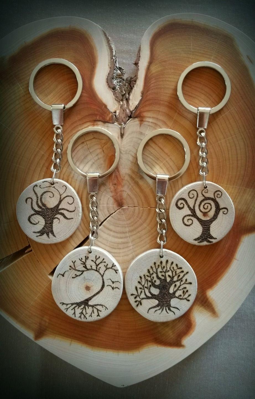 Porte clé en bois flotté et joli dessin en pyrogravure port compris autres bijoux