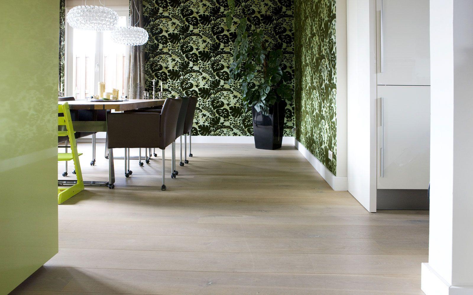 Wit Eiken Vloer : Verouderde eiken houten vloer gerookt wit. eiken houten vloeren