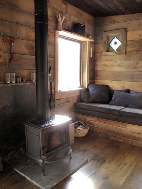 Merveilleux BEST Cabin Living Room: Smaller Stove On Simple Slab Hearth, Permanent  Bench/sofa