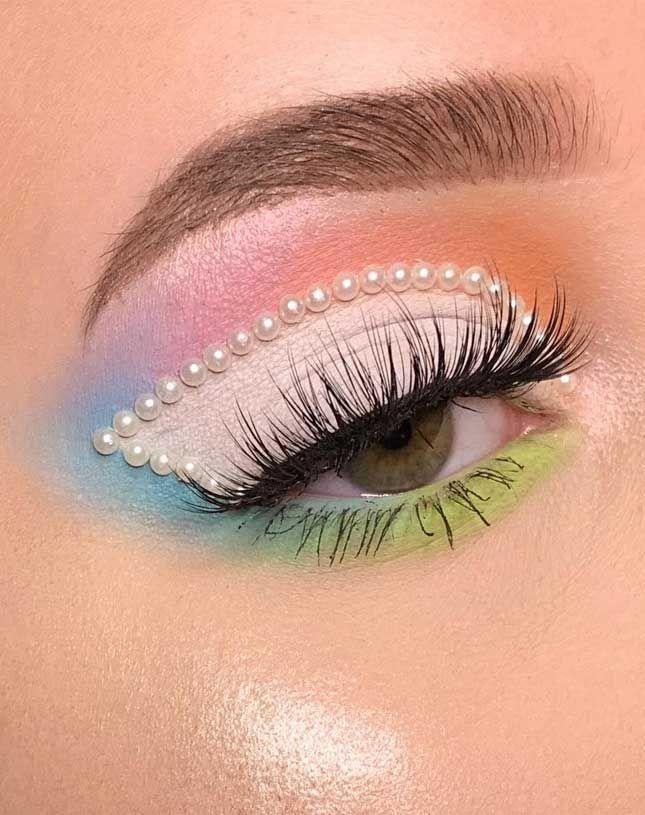 40+ schimmernde Lidschatten-Look-Ideen – Spitze  #makeupproduct – make… - Rebel Without Applause