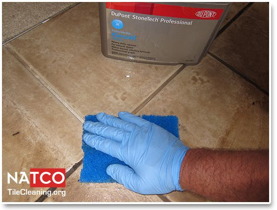 Using An Alkaline Cleaner To Clean Ceramic Tiles And Grout