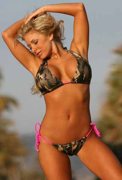 Colombian model pink bikini foto 770