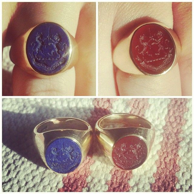 #ShareIG Mine and @amelienorn new signet rings. Hers with Lapis Lazuli and mine with Cornelian in 14ct gold rings. #usnstagram #EDC #LapisLazuli #Lapis #Cornelian #Karneol #14k #14ct #Gold #Ring #Signet #Signetring #Seal #SealRing #NosContraMundum