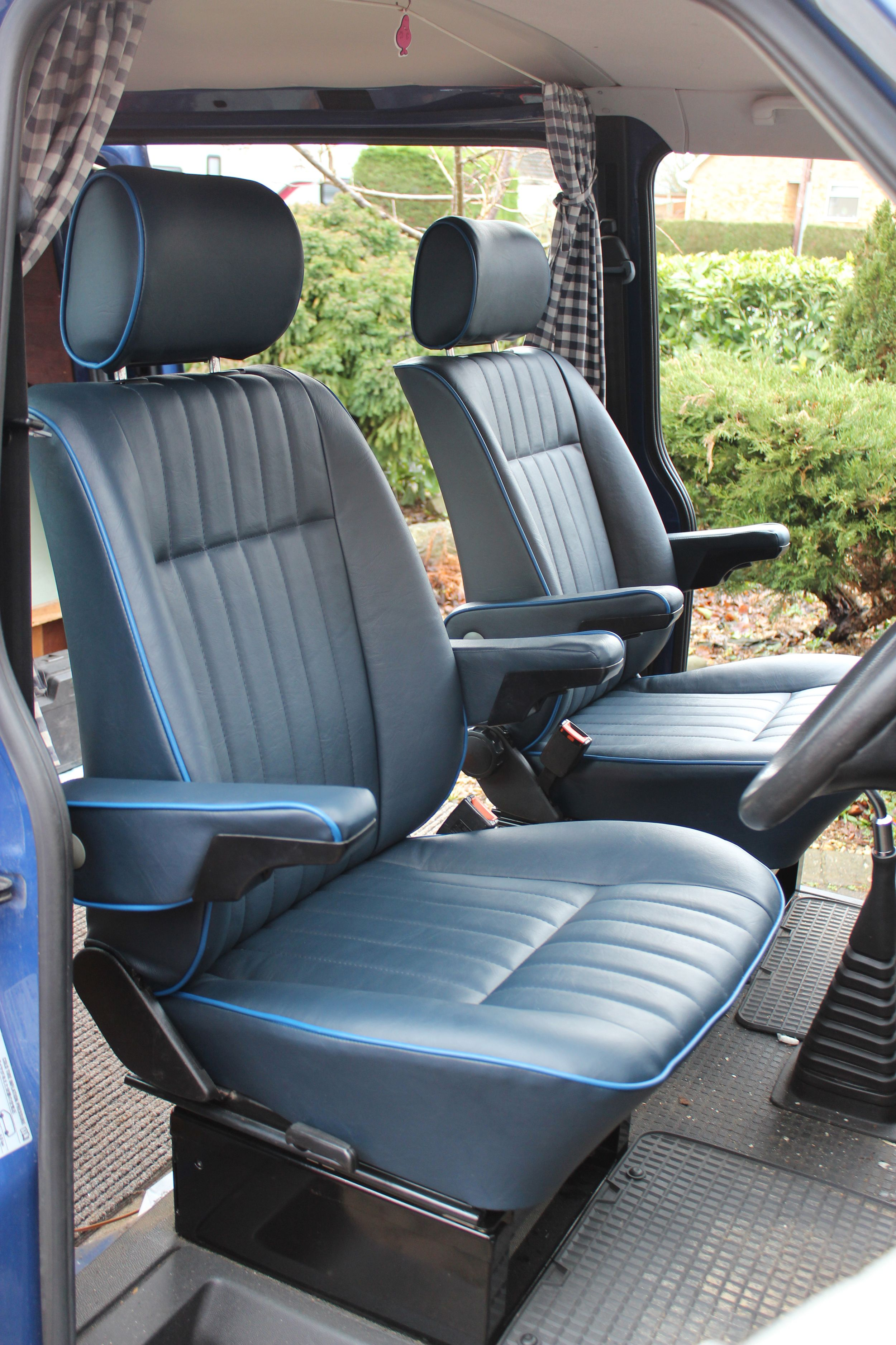 vw t4 caravelle captain 39 s chairs in the retro pleat style. Black Bedroom Furniture Sets. Home Design Ideas
