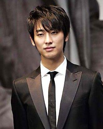 Чжу Джи Хун 주지훈 Joo Ji Hoon | День рождения: 16.05.1982  Рост: 187 см