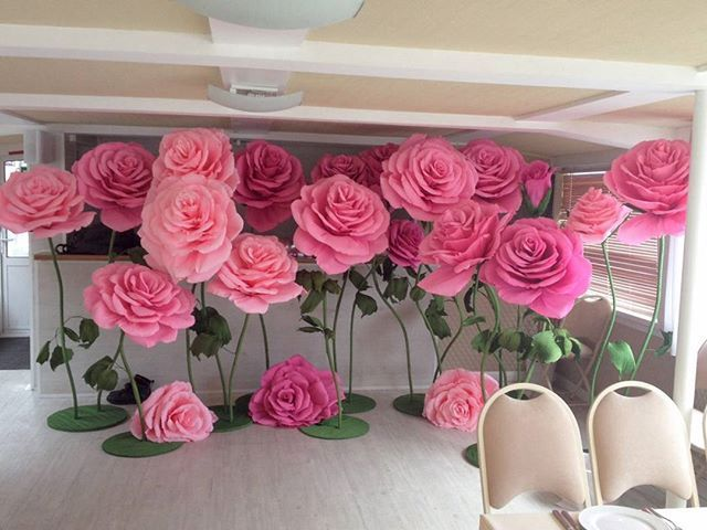 Giant paper roses inspiration party ideas pinterest for Papel de decoracion