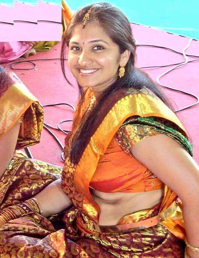 Hot Desi Women Cleavage Pics