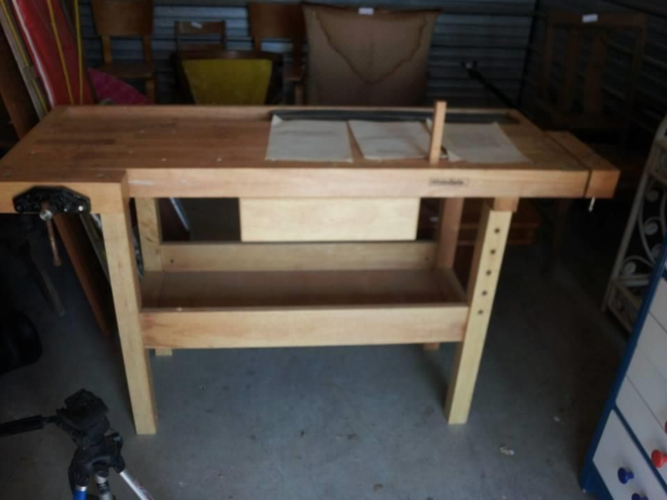White Gate Woodworking Bench With 2 Wooden Vises Tripod