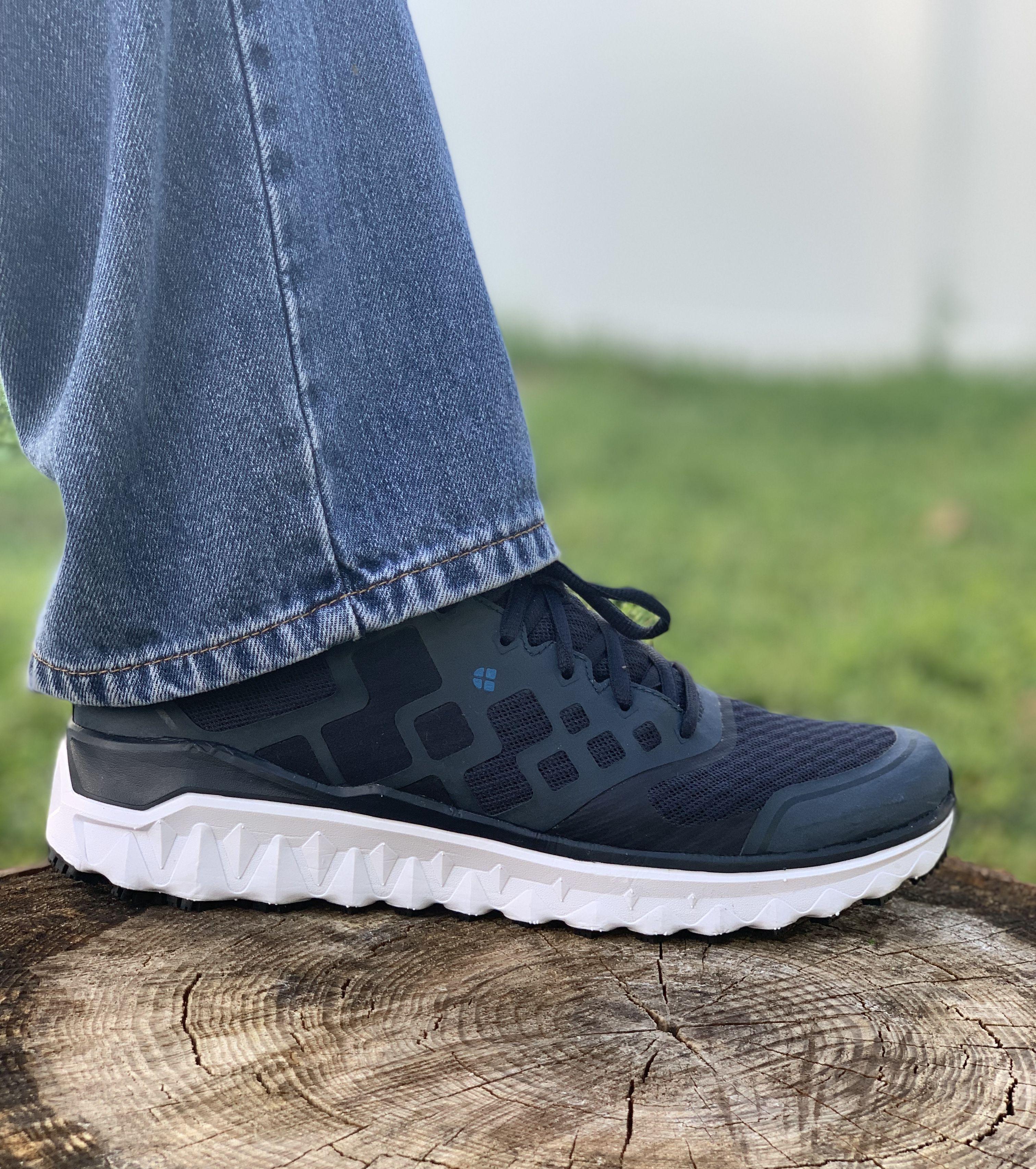 most comfortable men's athletic shoes