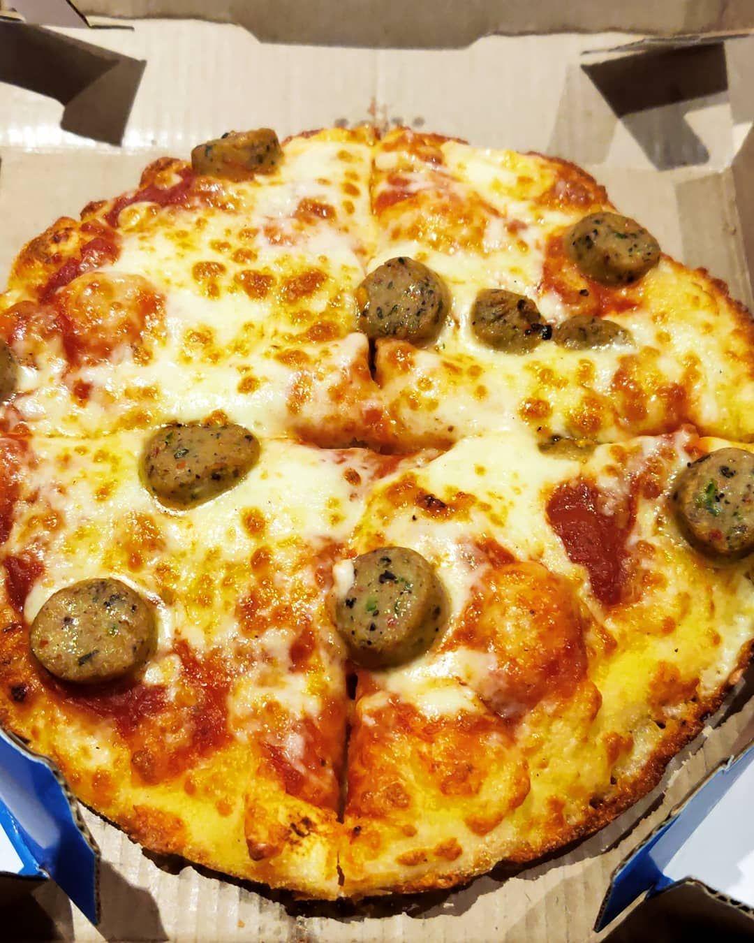 CHICKEN SAUSAGE Place : yalahanka Location :nes  Price : 185rs . . . . pizza