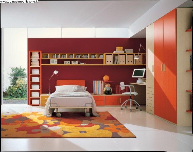 Cameretta Lilla E Arancione : Una cameretta rossa e arancio piena di colori caldi cameretta