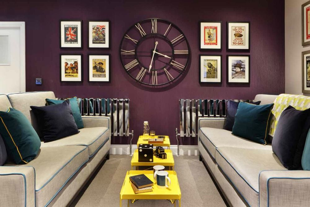 Interior Decor With Oversized Clocks