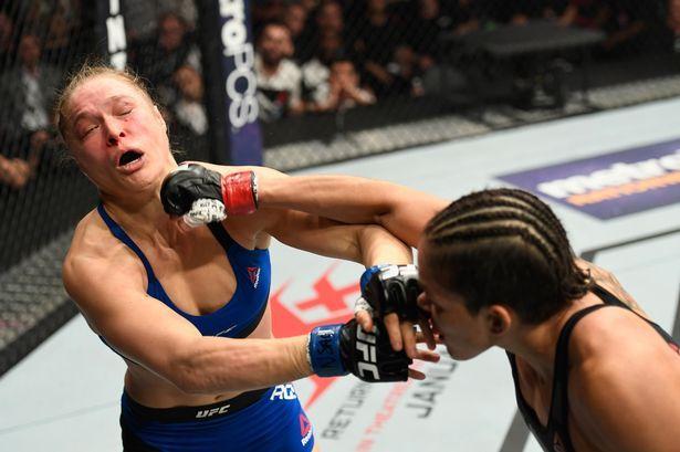 Amanda Nunes Beats Ronda Rousey In Only 48 Seconds Mma Women Ronda Rousey Ufc Ronda Rousey