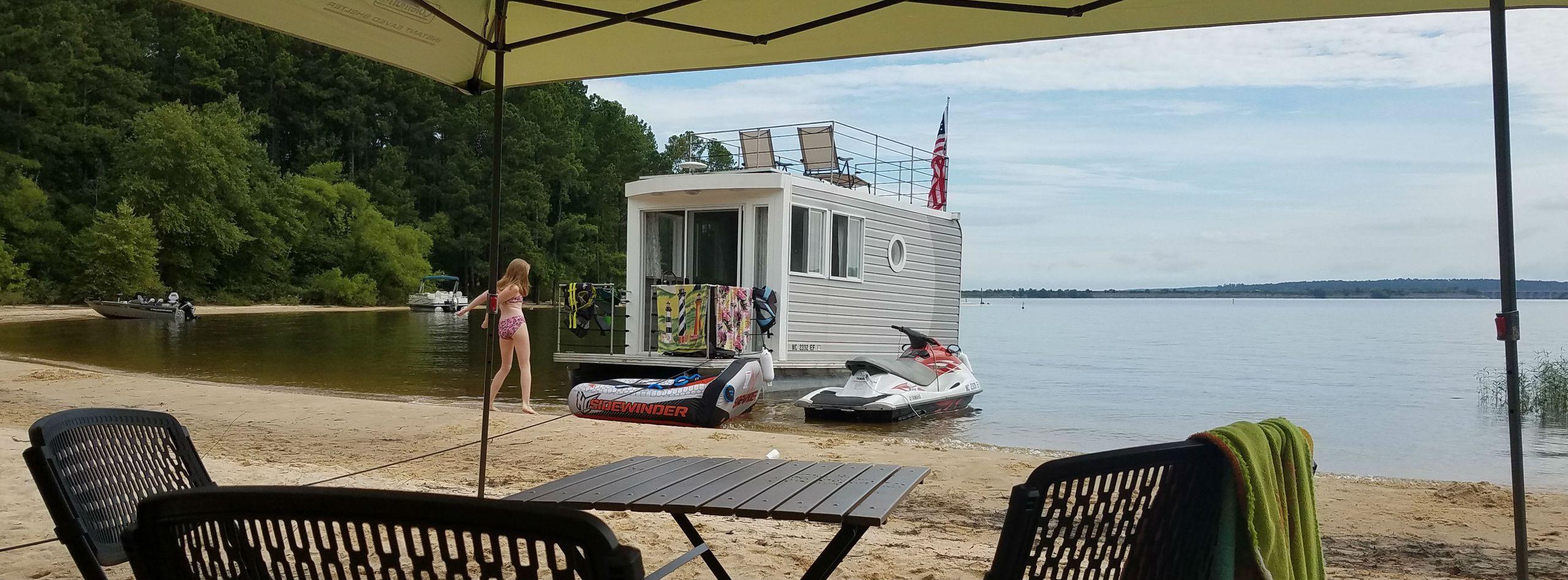 Luxurious Tiny Houseboat Pontoon On Beautiful Jordan Lake
