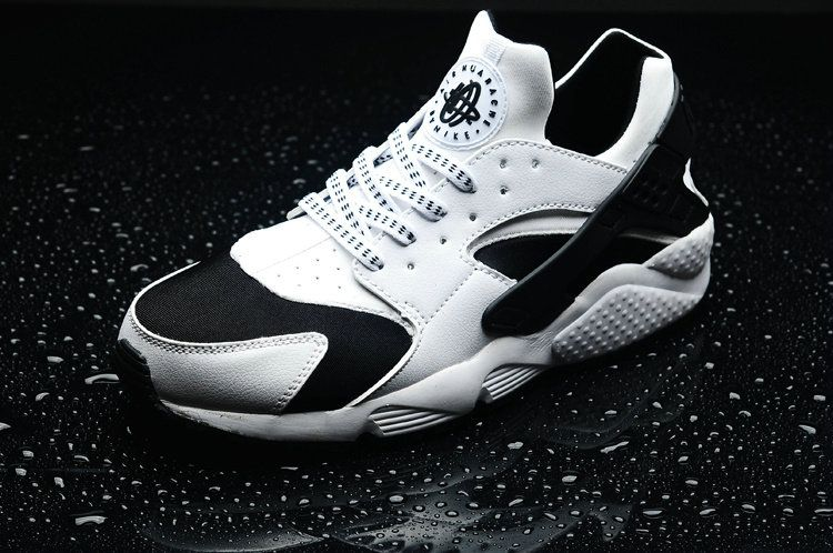 low priced 9e886 87af2 Nike WMNS Air Huarache Oreo White Black White