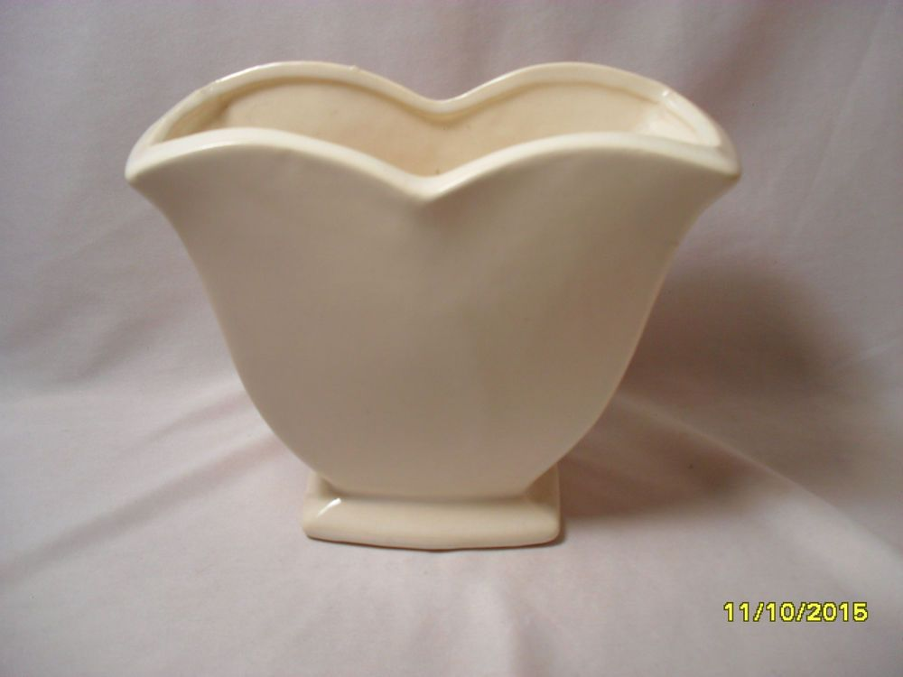 Older Mccoy Sleek White Pottery Tulip Shaped Planter Art Deco Vase
