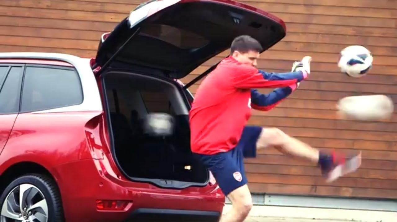 Santi Cazorla y sus compañeros del Arsenal ponen a prueba el nuevo Citroën Grand C4 Picasso.
