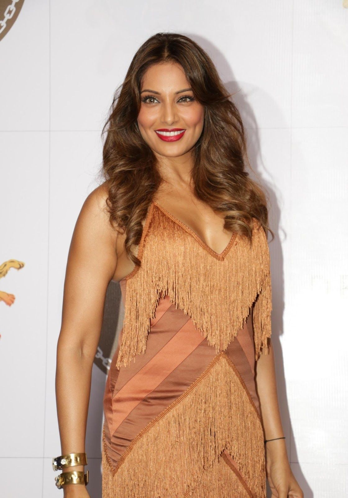 bipasha basu new spicy stills, model and actress bipasha basu in a