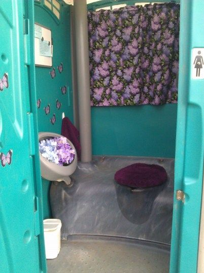 Interior decorating tips for porta potties infinity for Outdoor wedding bathroom ideas