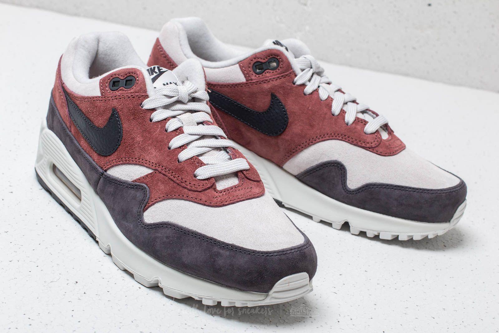 Nike W Air Max 90  1 Red Sepia  Oil Grey-Vast Grey la un preț excelent 697  Lei cumpără la Footshop 8e72cd4e3
