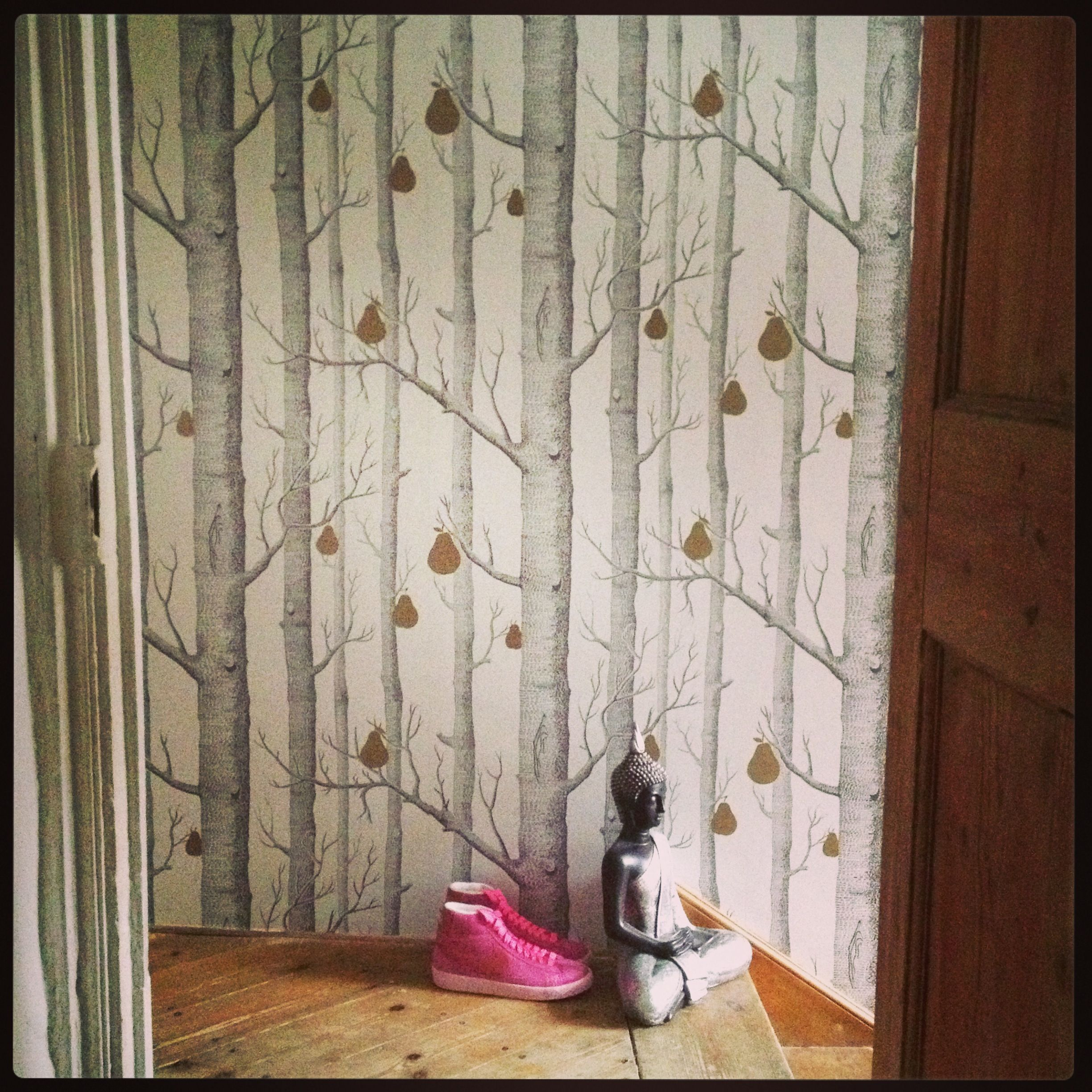 In love with my newly wallpapered hallway!