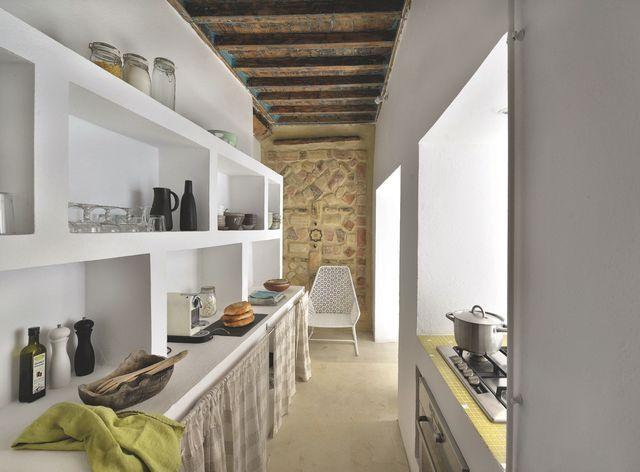 les nombreux murs porteurs ne permettaient pas de cr er un espace cuisine ouvert d 39 un seul. Black Bedroom Furniture Sets. Home Design Ideas