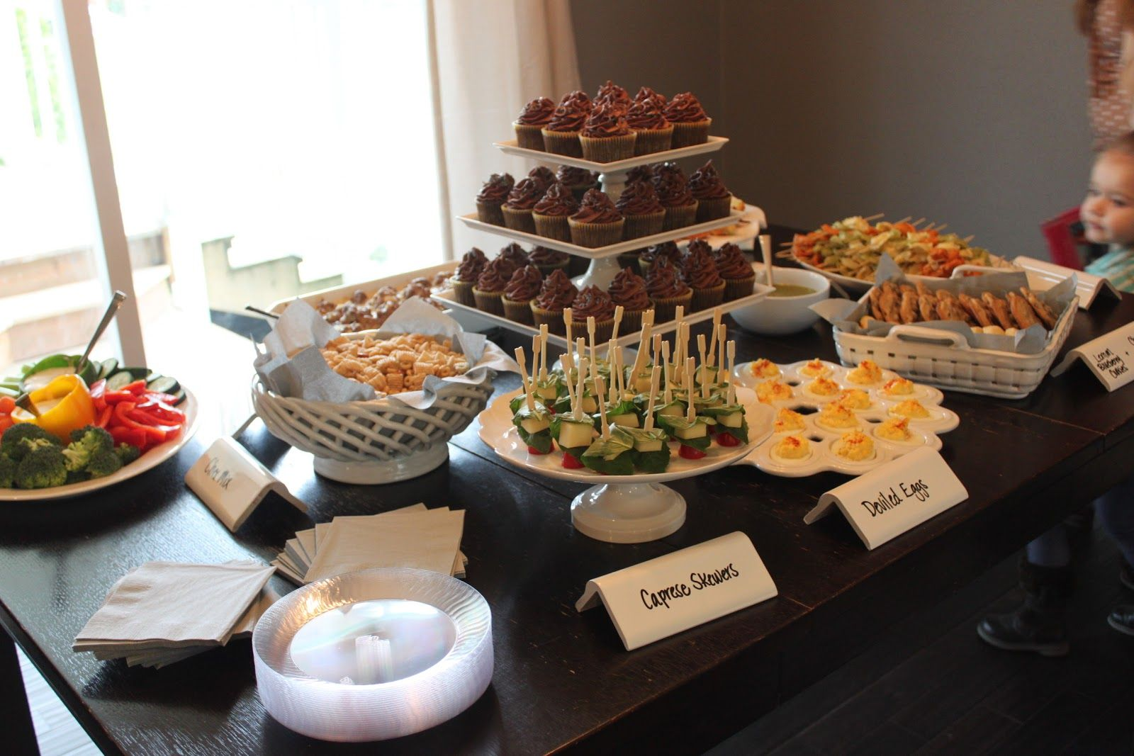 Great hosting table  amp ideas housewarming food for your party host  also best house warming images bakken cookies cute rh pinterest