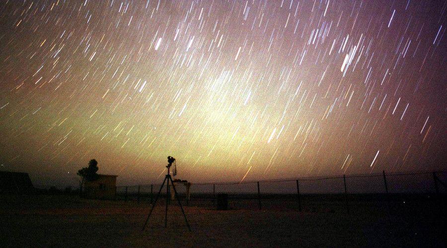 Stars outnumber Leonid meteors lighting up the night sky of the desert near Amman. & Stars outnumber Leonid meteors lighting up the night sky of the ...