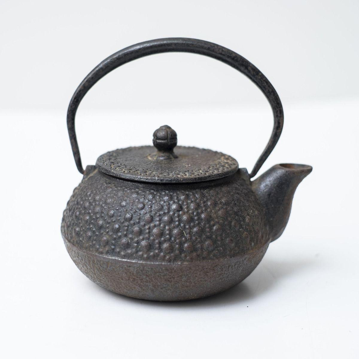 Asian cast iron teapot — photo 1