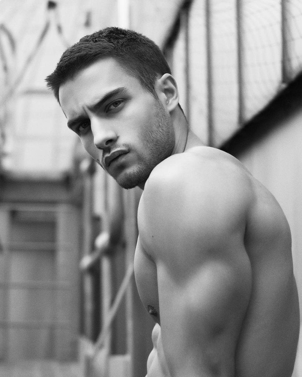 Aleksandar Rusic   Hot Men (\