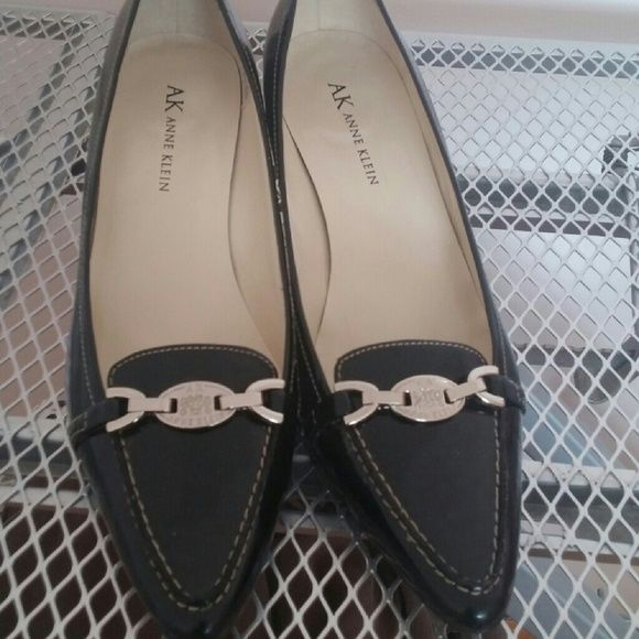 "Anne Klein black leather shoes Worn twice. Black leather shoes with silver metal brooch Very comfortable Heel:2.5"" Anne Klein Shoes"