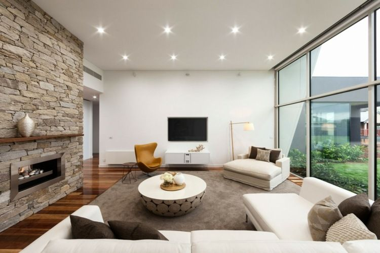 Helles Wohnzimmer im Weiß und Grau mit Steinwand Wohnen - wohnzimmer design steinwand