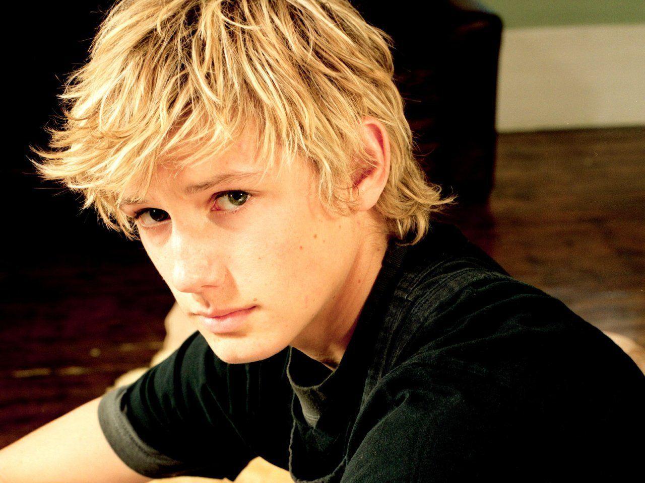 Blonde Jungen Frisuren Blonde Jungen Frisuren Blonde Hair Boy Men Blonde Hair Blonde Hair Brown Eyes