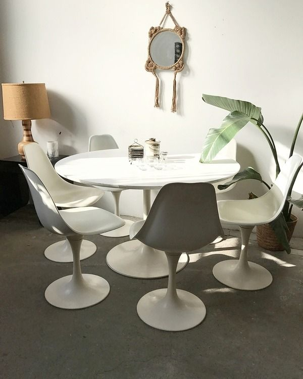 1960s White Dining Table With 6 Original Tulip Swivel