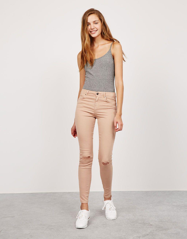 Bershka France - Pantalon déchiré taille moyenne   I n s p i ... 1adede15b521