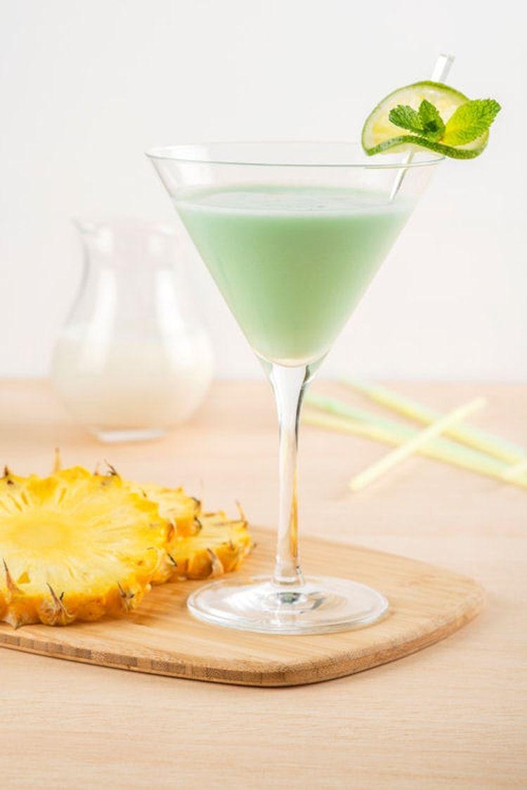 Cocktail sans alcool au lait de coco ananas et citron vert Recipe