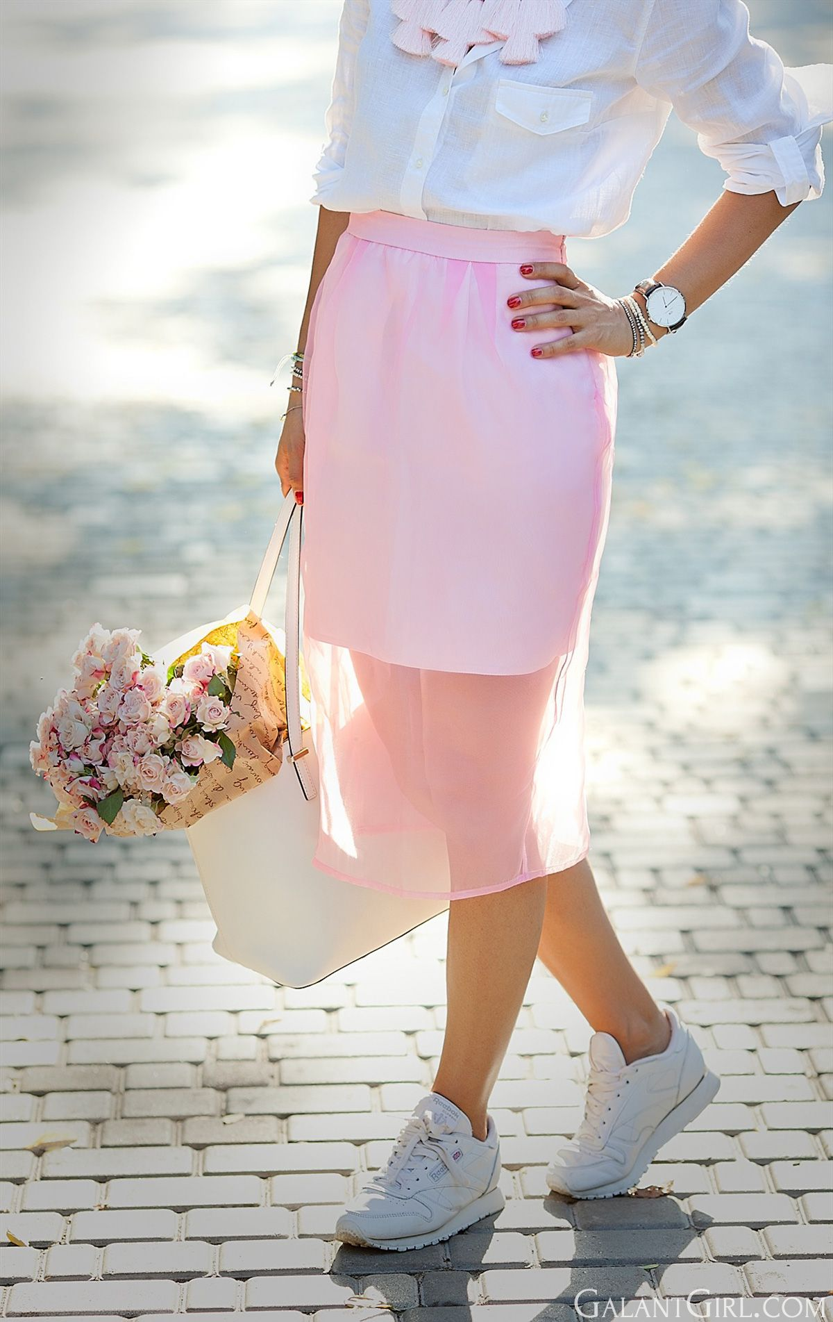 847eb044bf54 pink-outfit-with-reebok-classic-sneakers-street-style-blogger-galantgirl