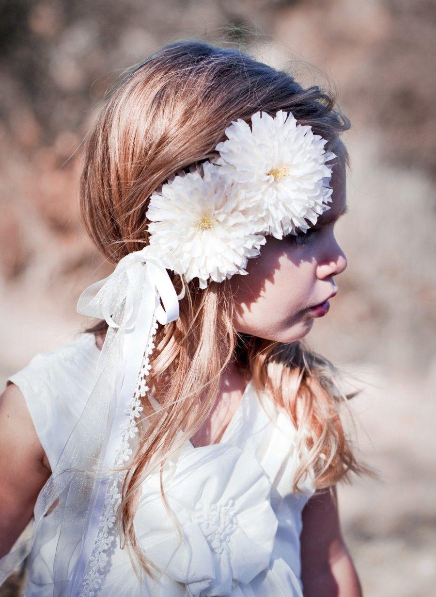 flower girl halo via Amanda Judge #weddings
