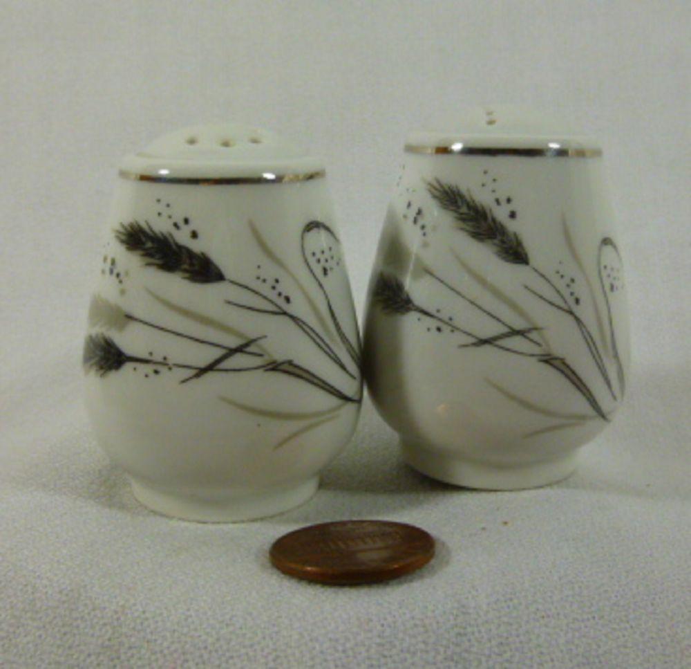 Wheat design salt n pepper shakers bavaria vintage 2 in tall 1 1/2 in wide