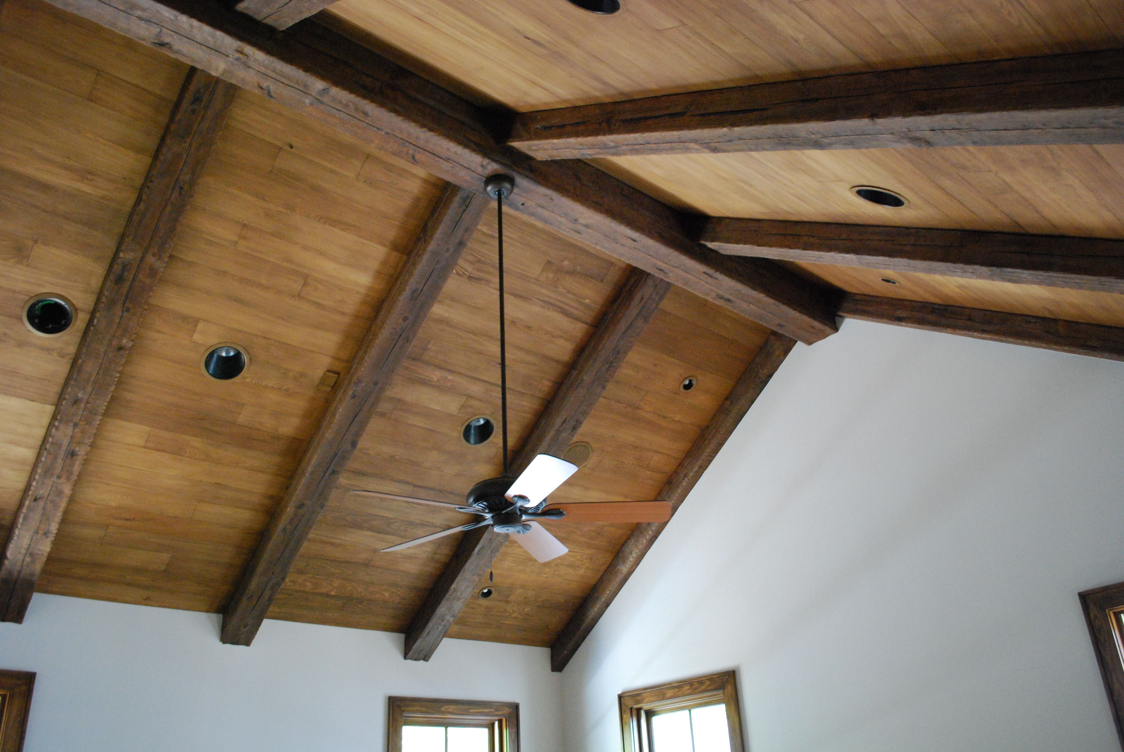 Best Distressed Rustic Wood Beams Wood Plank Ceiling 400 x 300