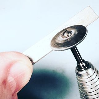 #RioBenchTip Thank you to Bench Tips on for this great advice! Silicone polishing wheels in the Dremel or Foredom are a great time saver, but after using them a bit they often need to be reshaped. This is particularly true with the knife-edge wheels. • T