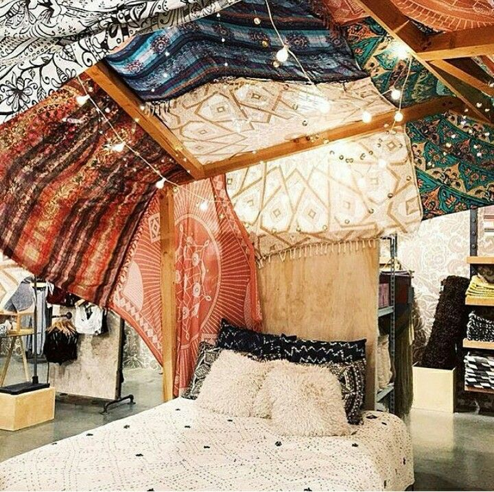I Wanted To Do My Room Exactly Like This Cover The Ceiling With Tapestries And Scarves Then Strings Of Lights Aaaaand That Bedding Boho Room Home Home Decor
