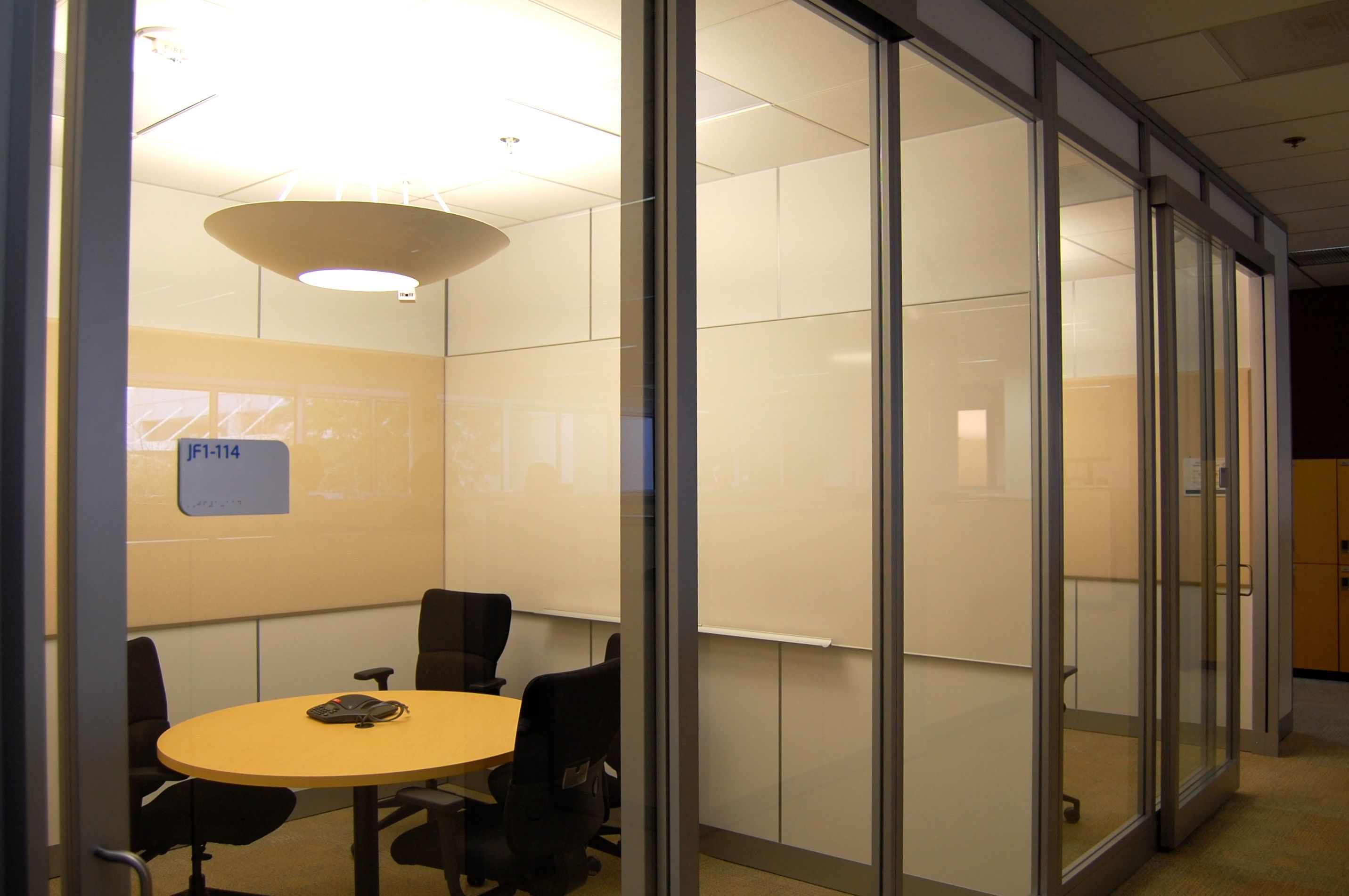 Mini meeting rooms open office space inspiration pinterest for Office design for small room