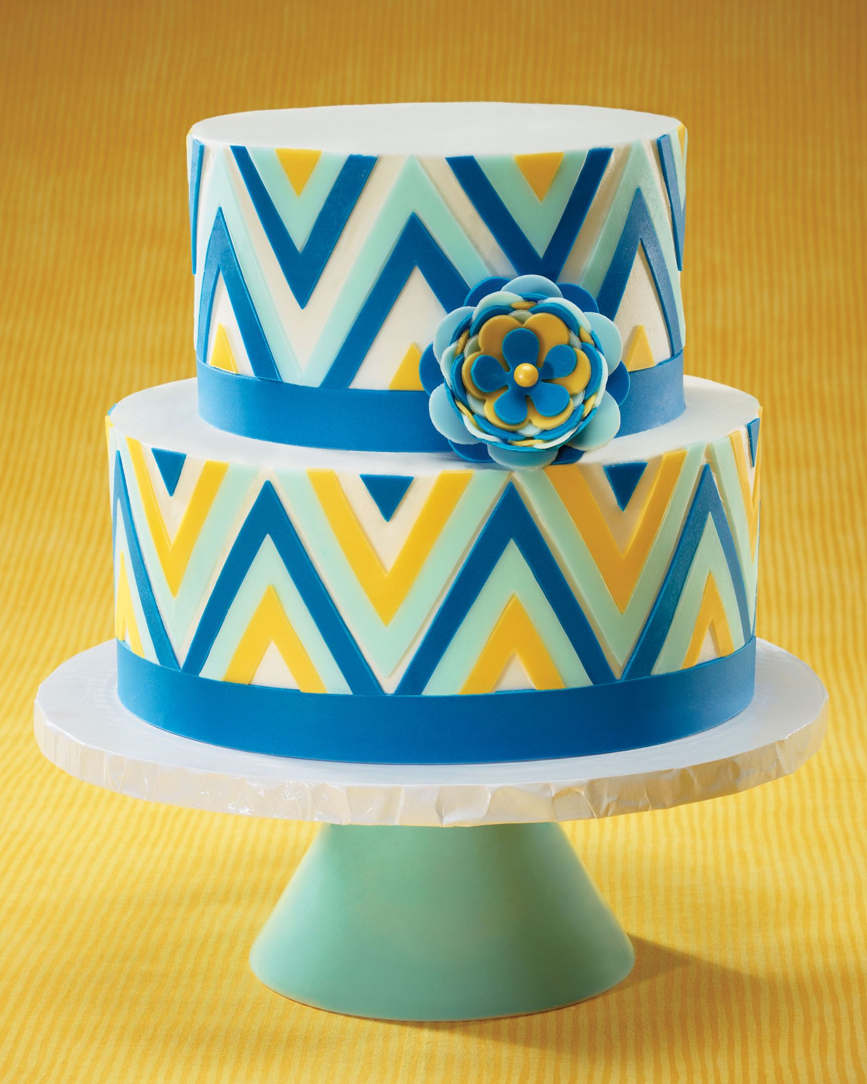 Cake Decorating Zig Zag : Gorgeous zig zag cake with pre-cut fondant strips Sweet ...