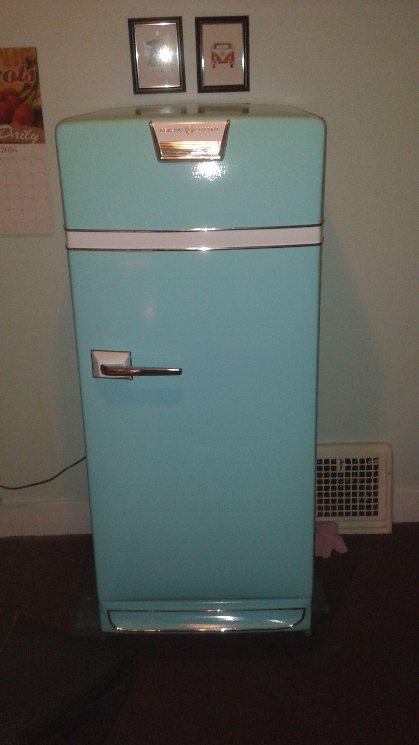 vintage fridge makeover .I just finished my 1945 General Electric refrigerator restoration