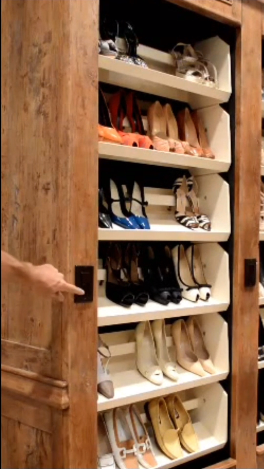 Auto Rotating Shoe Rack